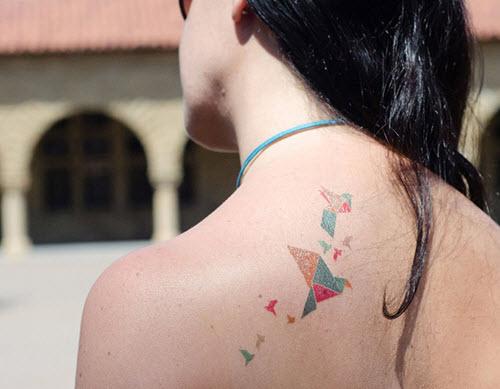 tatouage-origami-haut-du-dos