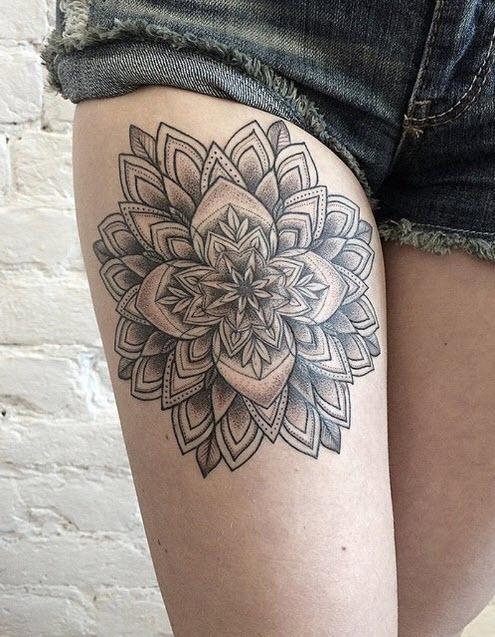 tatouage-cuisse-fleur